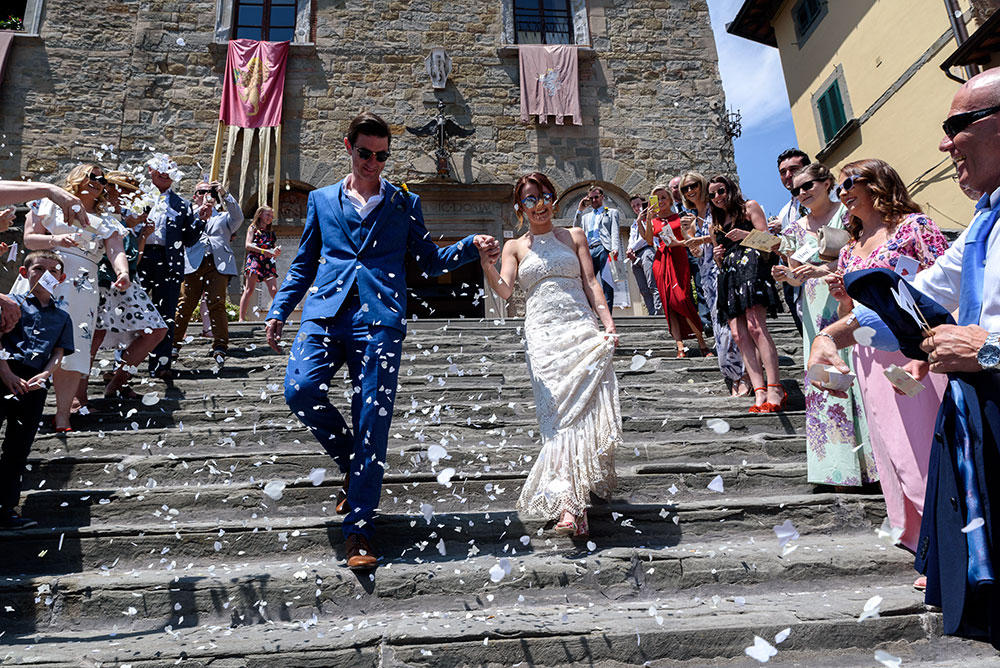 Wedding photography in Cortona, couple exiting the cathedral after wedding